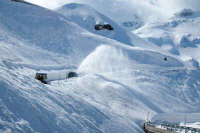 Schneeräumung mit einem Rotationspflug am Großglockner