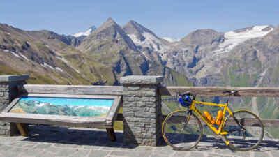 Die Gebirgskulisse am Großglockner mit Fahrrad