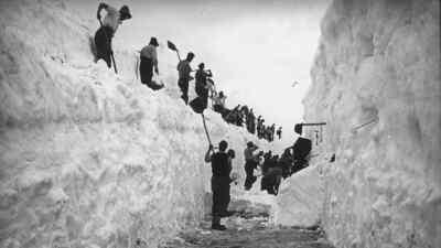 Schneeräumung von Arbeitern